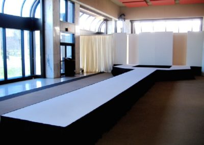 Straight Runway with a Y end 52′ long x 8′ wide x 2' high